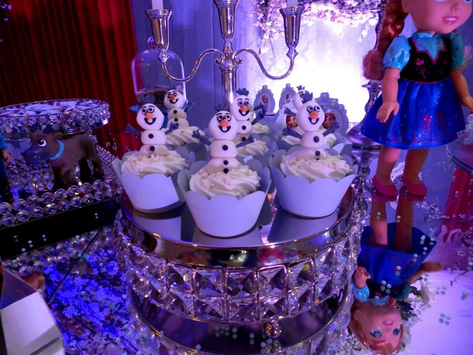 frozen ana clara cupcakes