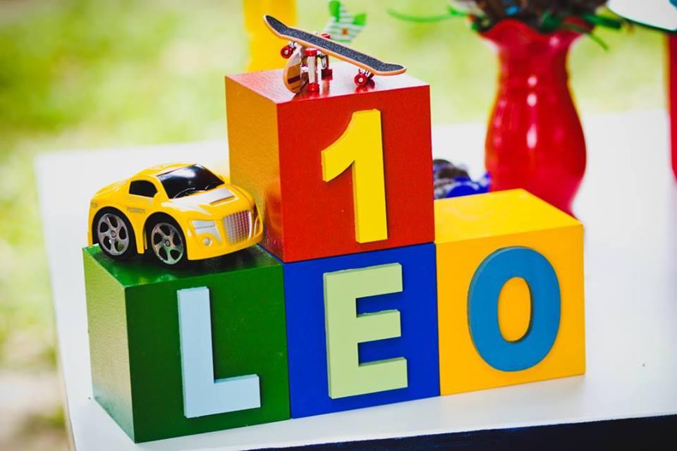 Leo detalhes