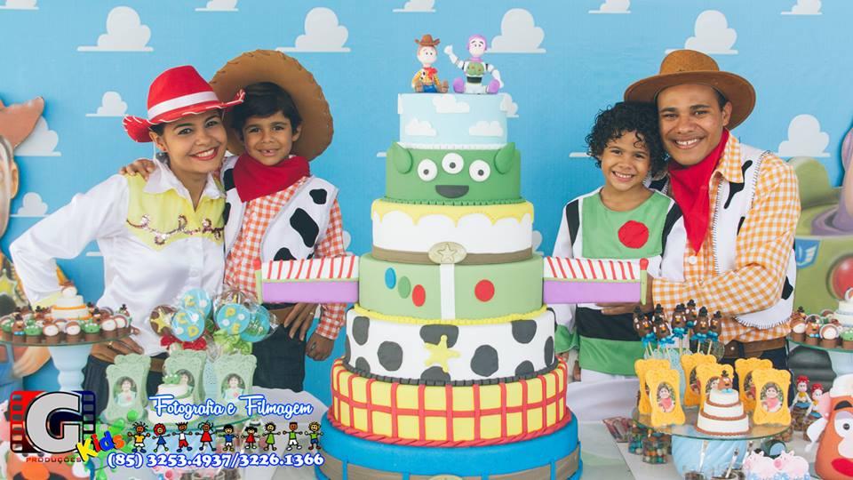 Daniel e Pedro no mundo do Toy Story