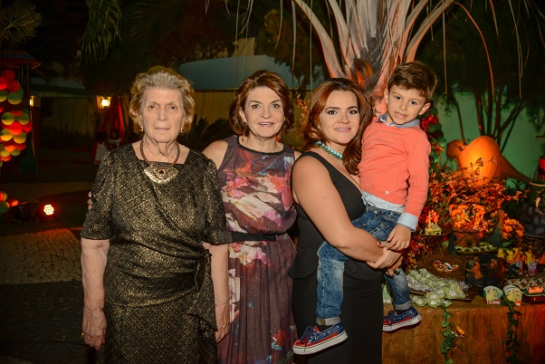 Aniversario Vitor Martins Terezinha Martins, Katia e Karla Maggy