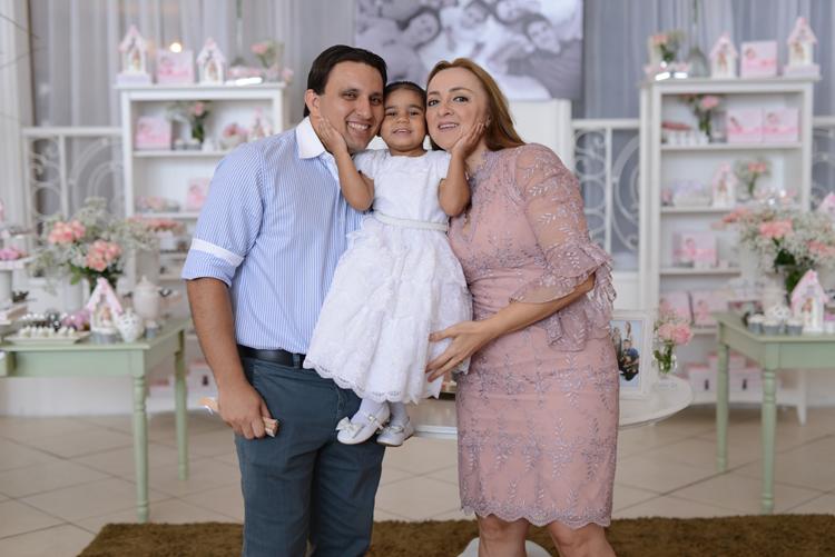 O batizado de Maria Cecília é cercado pela família