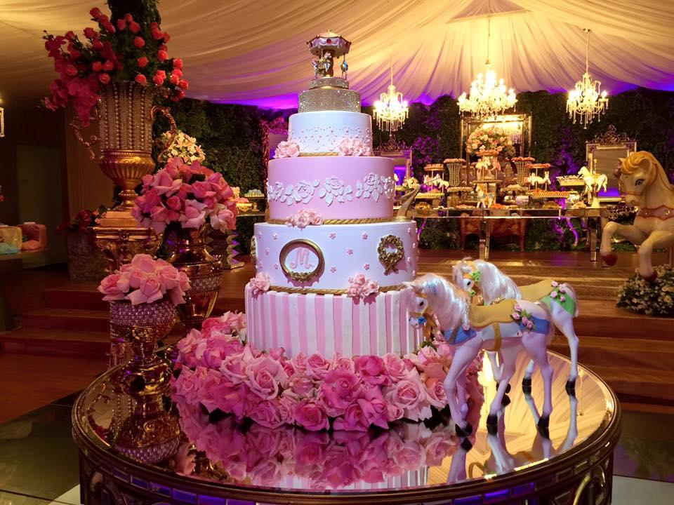 aniversário miryan carrossel close do bolo
