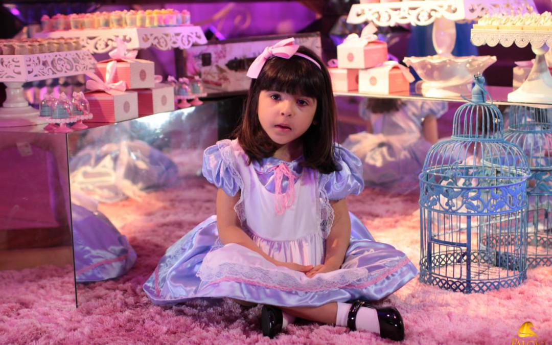 Paper Doll é o tema de Carolina Maria