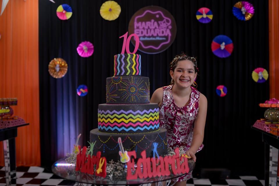 Balada é tema de aniversário: Eduarda 10 anos